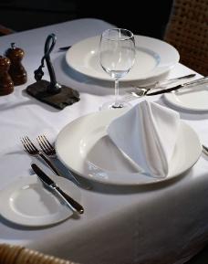 餐桌餐具图片