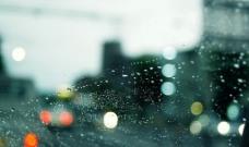 车窗前的灯图片