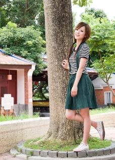 台湾网络超人气美女果子MM条纹T恤图片
