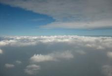 双层白云间图片