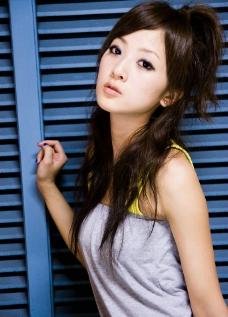台湾网络人气美女果子MM酷酷的短裤图片
