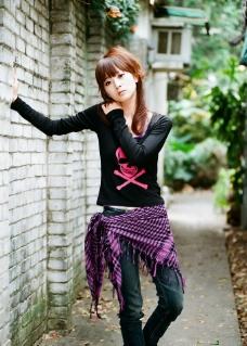 台湾网络人气美女果子另类黑色长袖T恤图片