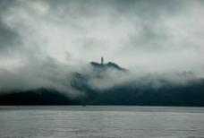 台灣南投縣:日月潭迷霧中的慈恩塔图片