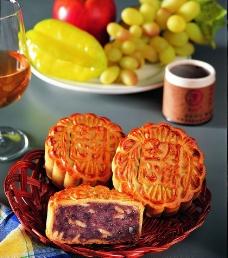 榄仁豆沙月饼图片