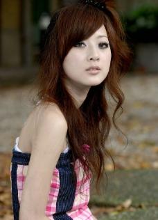 台湾网络人气美女果子MM红格子吊带图片