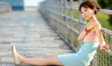 台湾网络人气美女果子MM三色裙图片
