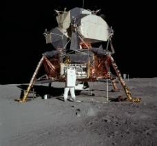 阿波罗号登月舱在月球表面图片
